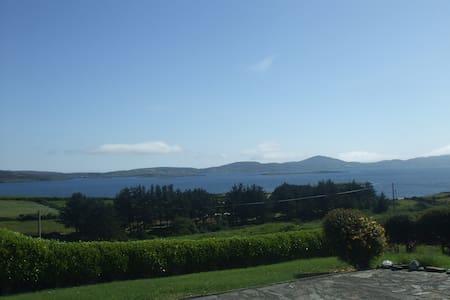Panoramic sea view, cosy warm house - Ahakista - Casa