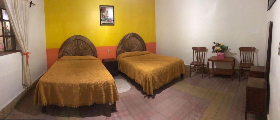 """Habitación en """"Casa Gardenia"""" en Tecozautla"""
