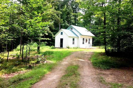 VT off grid cottage, open for season May 1, '17 - Dover - Stuga
