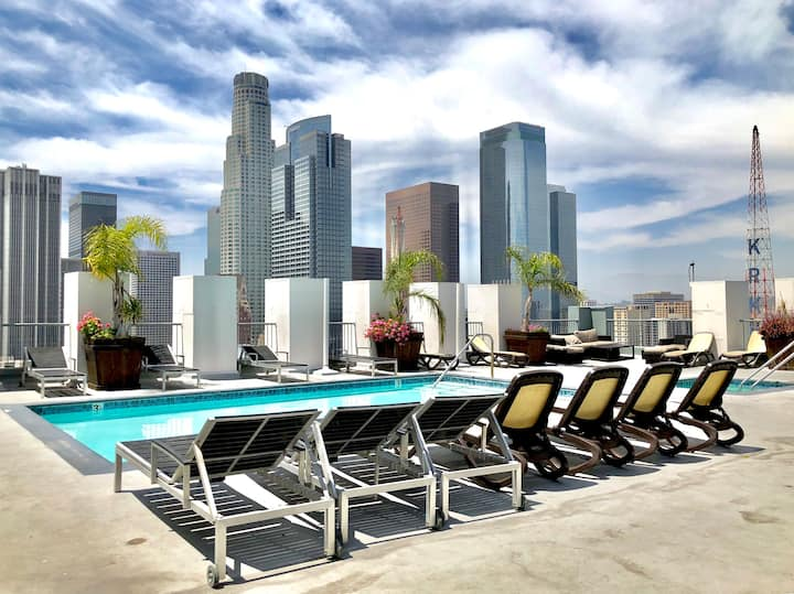 Upscale Downtown LA Corner Loft with Rooftop Pool