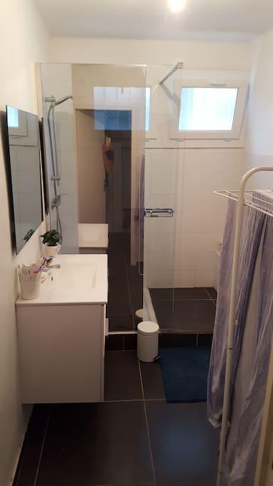 la salle de bain que nous partagerons