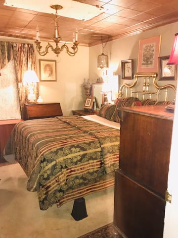 Oliver Room - Wooden Boxes Inn & Shoppe