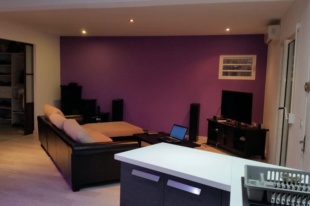 F2 design avec terrasse bien plac noumea for Appartement f2 design