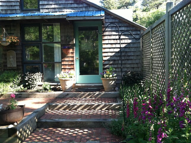 1BDR COTTAGE NEAR PONDS, BAY, OCEAN