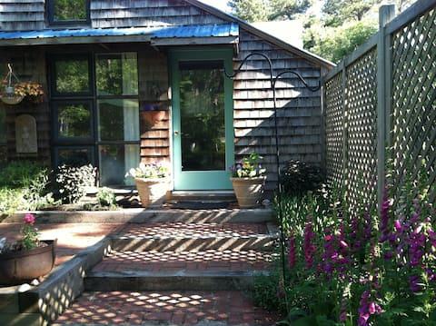 1 Bdrm Cottage near Ocean, Bay, Ponds, Village Ctr