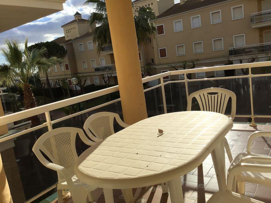 Mesa para 6 personas en terraza