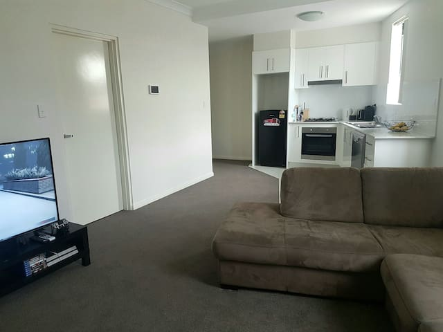 BRAND NEW APARTMENT! Aircon+Wifi+Secure Parking - Parramatta - Apartemen