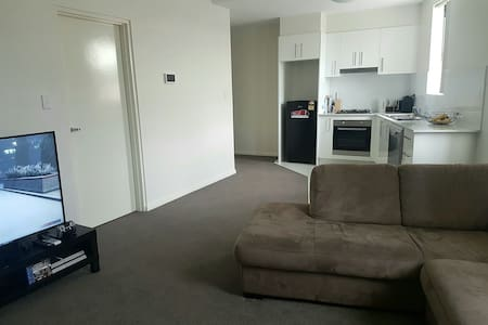 BRAND NEW APARTMENT! Aircon+Wifi+Secure Parking - Parramatta - Huoneisto