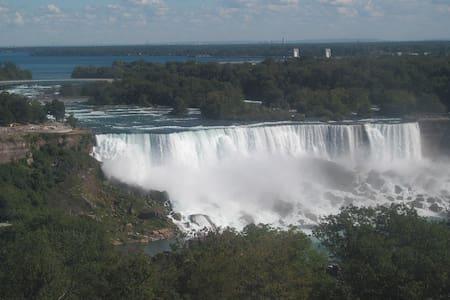 Niagara Falls 5 min old casino - Niagara Falls - Apartment