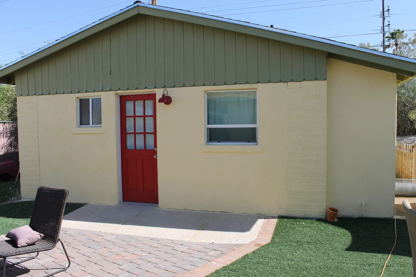 Cute, 440sq ft cottage