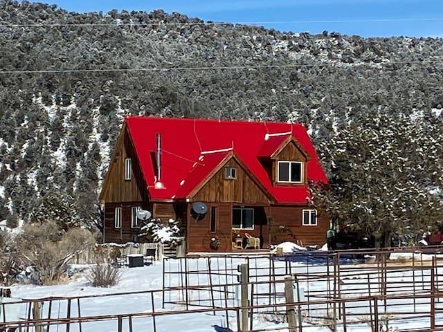 100 acre ranch, hiwifi, horses, alpacas, trails,