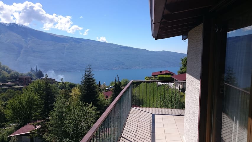 Spacious holiday home (6-8 guests) Lake Garda