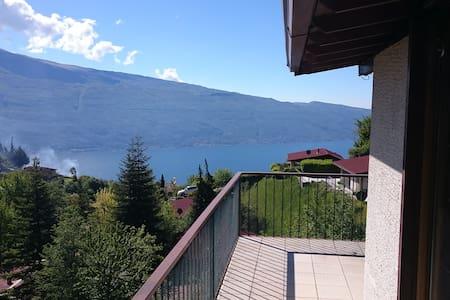 Spacious holiday home (6-8 guests) Lake Garda