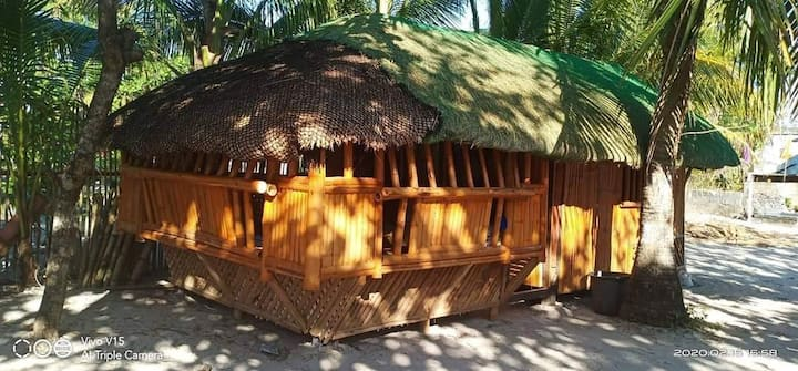TresMarias Cottage with Fan (beachfront) in Patar