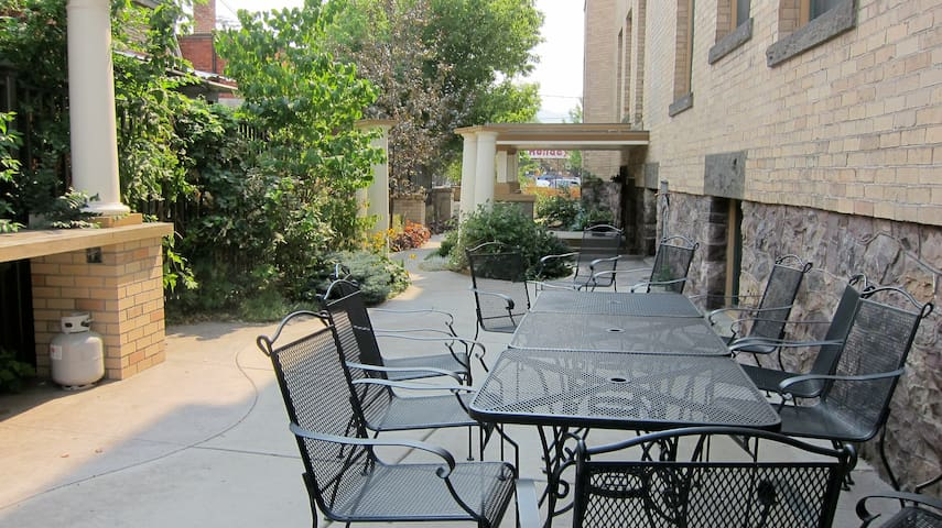 Quiet and private communal patio for BBQing, for tenants and owners of the Bab's only