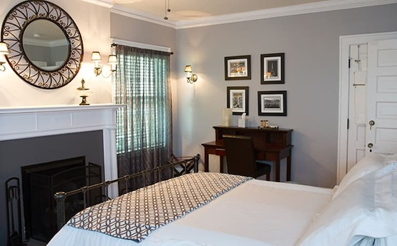 Not your grandmother's BnB! - Columbus - Bed & Breakfast