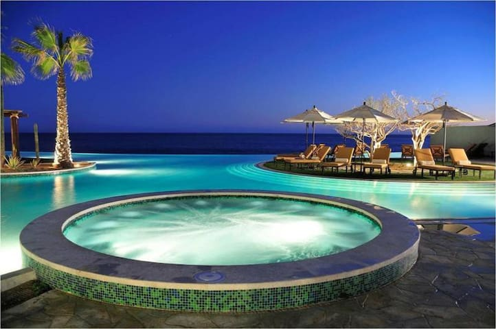 A Luxury Cabo San Lucas Resort at Ocean's Edge