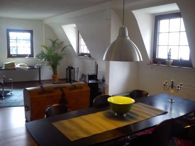 Große Wohnung mit tollen Blick auf den Kölner Dom