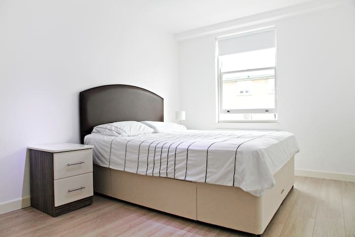 Double bedroom in a nice apartment - Greater London - Villa