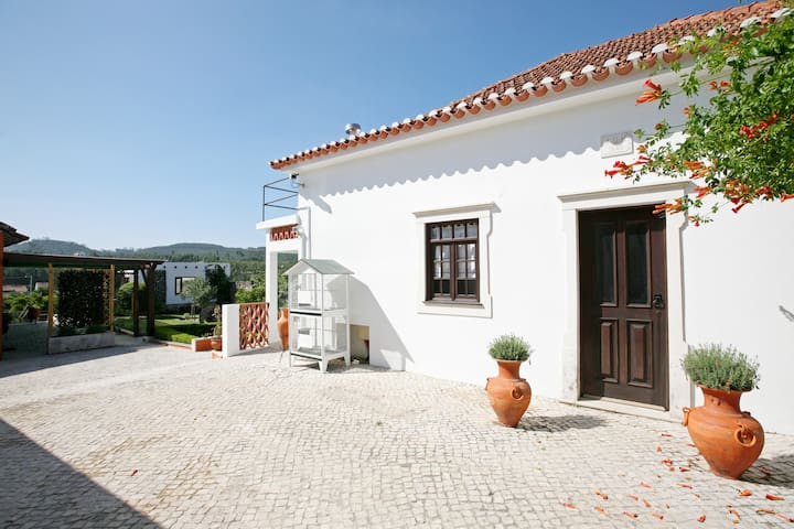 The Santa Marta Cottage - Castanheira