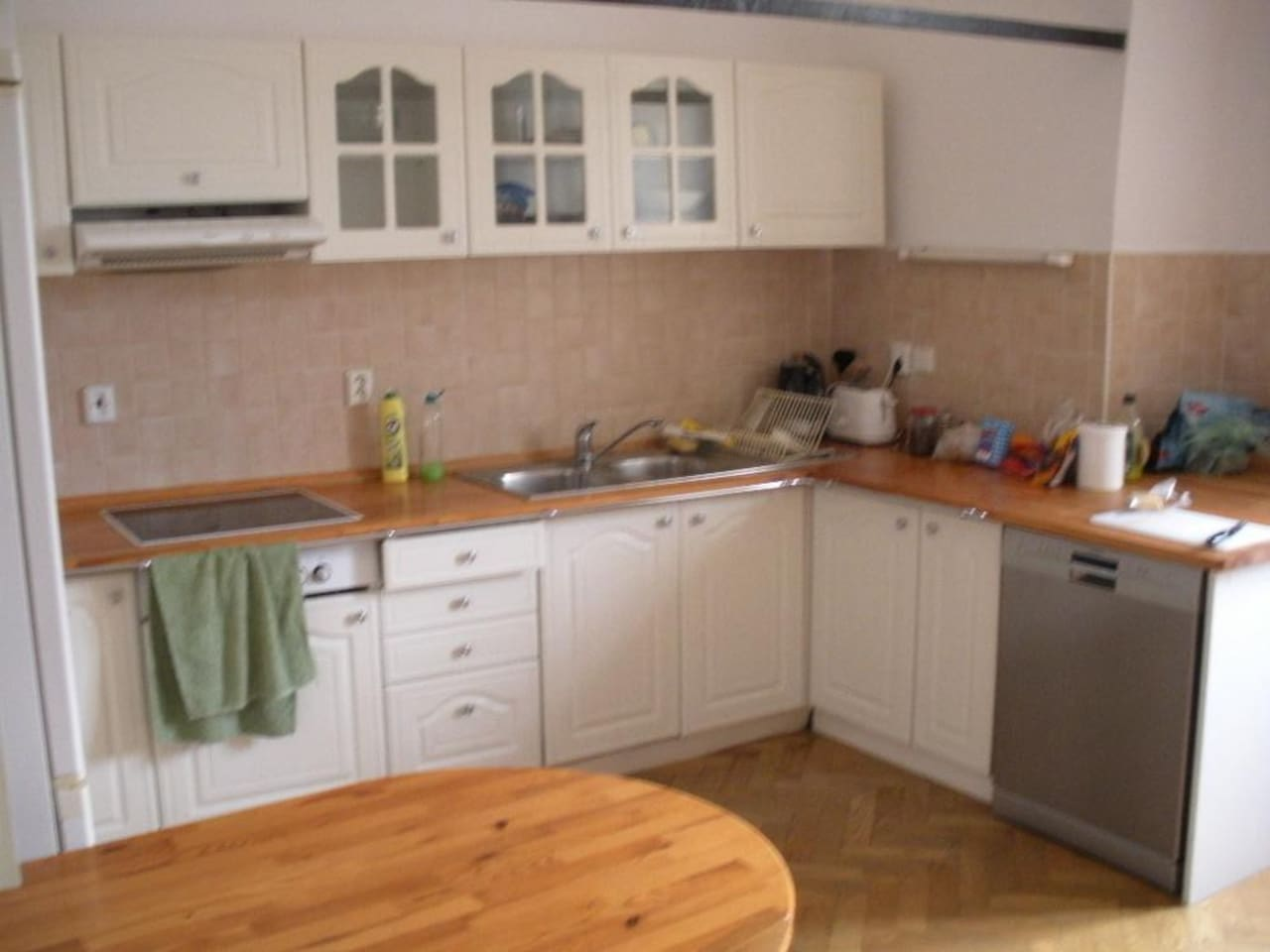 Large and fully-equipt kitchen.