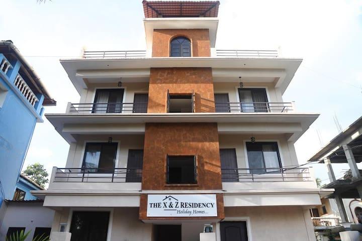 X N Z Residency apt no 4 is 3 kms from baga beach