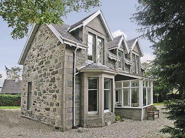 Entire Home in Kingussie, Highland - Kingussie - Haus