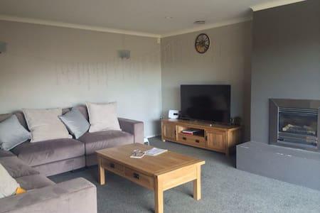 便利的交通 宽敞明亮的房间 安静整洁的街道 友善的主人 - Auckland
