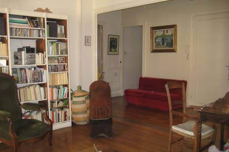 Chambre claire et spacieuse,centre  - Grenoble - Bed & Breakfast