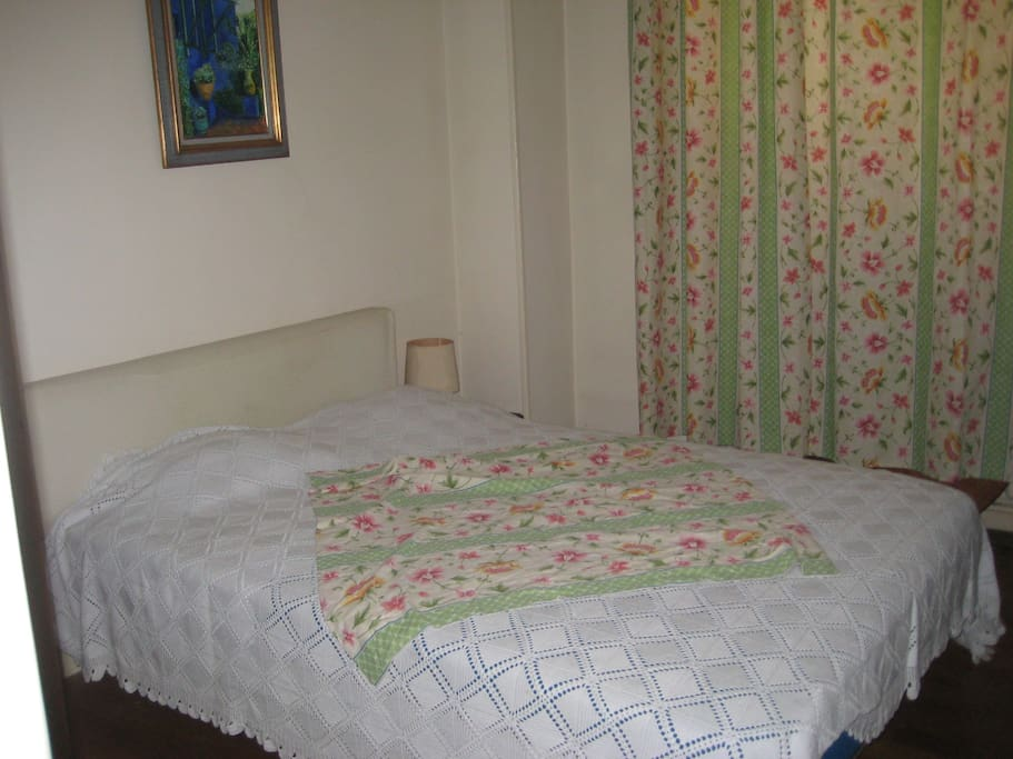 Chambre claire et spacieuse centre chambres d 39 h tes for Location chambre grenoble