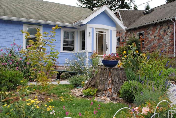 Sweet 1920's cottage in N. Seattle