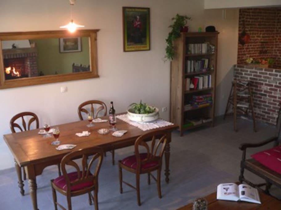 Salle de séjour/salle à manger: coté salle à manger