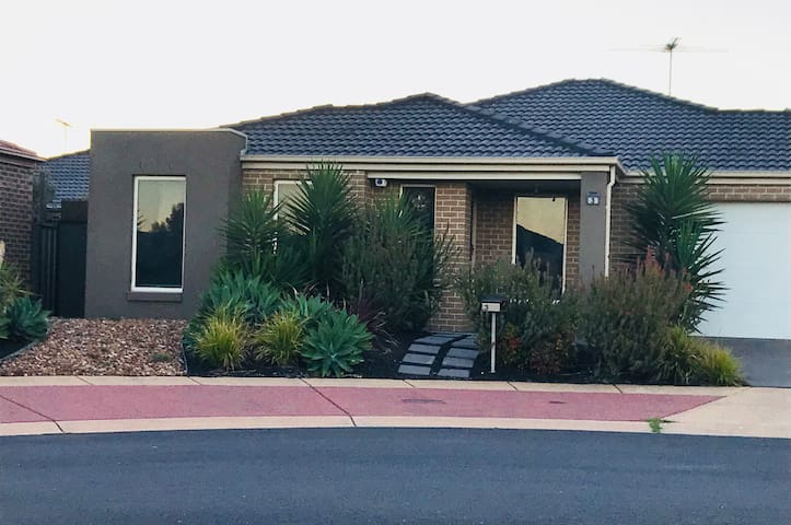 Modern 3bdr House in Point Cook