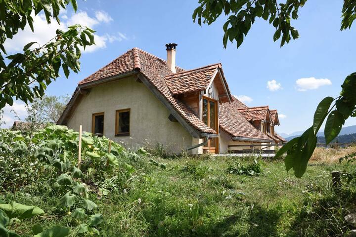 Grande maison familiale avec vue splendide.