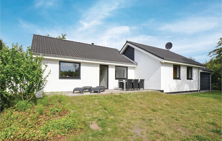Holiday cottage with 4 bedrooms on 114m² in Ebeltoft