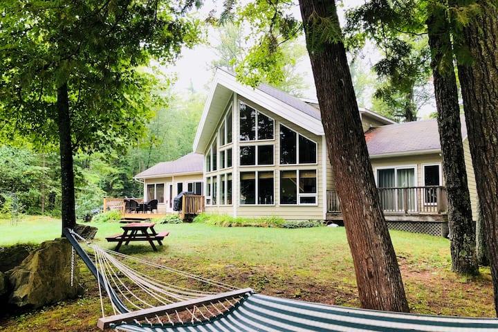 Lakefront Cottage Near Bon Echo Provincial Park
