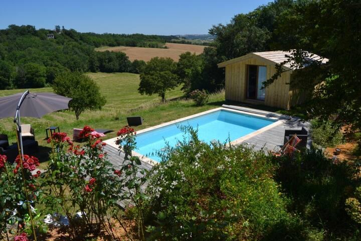 Chalet en bois vue exceptionnelle piscine privée - Saint-Caprais-de-Lerm - Dağ Evi