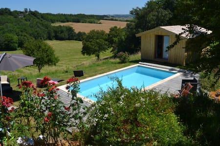 Chalet en bois vue exceptionnelle piscine privée - Saint-Caprais-de-Lerm