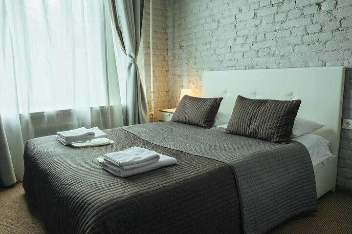 Room with kitchenette, Geleon apartment.