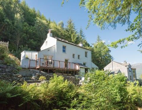 Riverside Cottage, idyllic setting & Skiddaw views