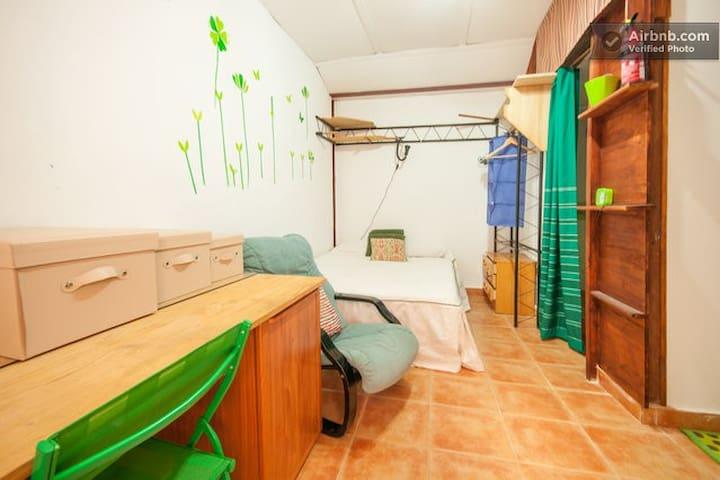 Room M Alcalá de Henares (Madrid) - Alcala de Henares - Hus