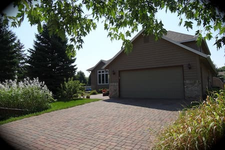 Cozy, quiet Room in Northfield, MN - Northfield - House
