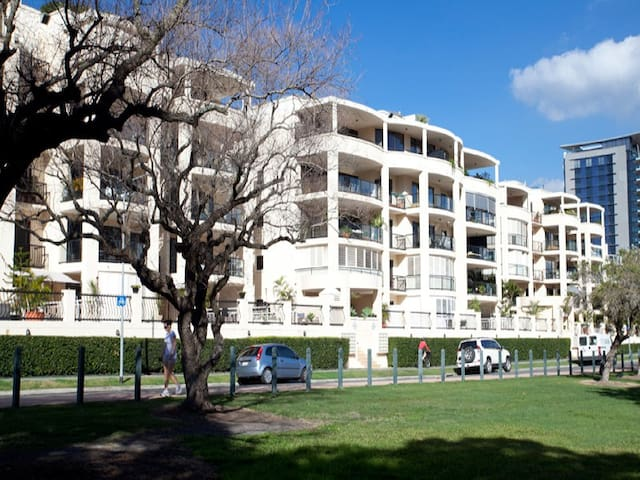 Modern Riverside 2 Bed Apartment - Kangaroo Point - Apartment