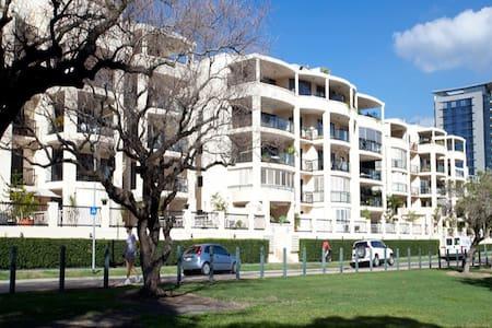 Modern Riverside 2 Bed Apartment - Kangaroo Point - Apartamento