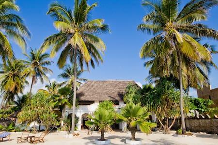 Villa Bahati, beach villa & garden - Zanzibar - Hus