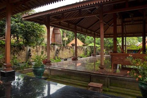 Authentic Traditional Balinese Near Keramas Beach