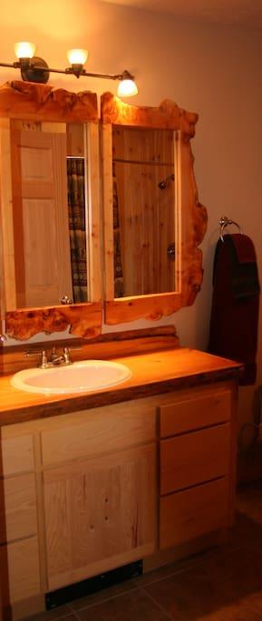 5 fixture bathroom