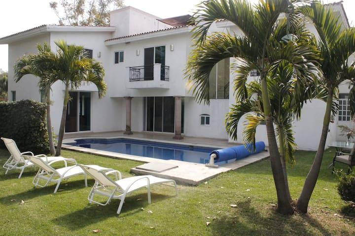 Casa con alberca en Lomas de Cocoyoc