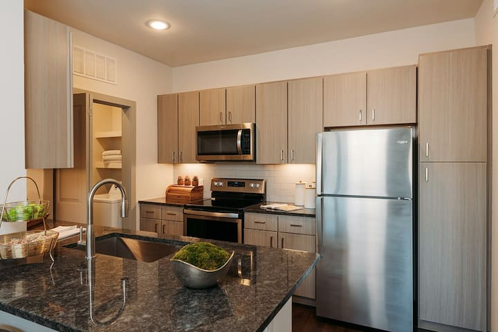 The Nicest Condo/APT in the Heart of Stone Oak.