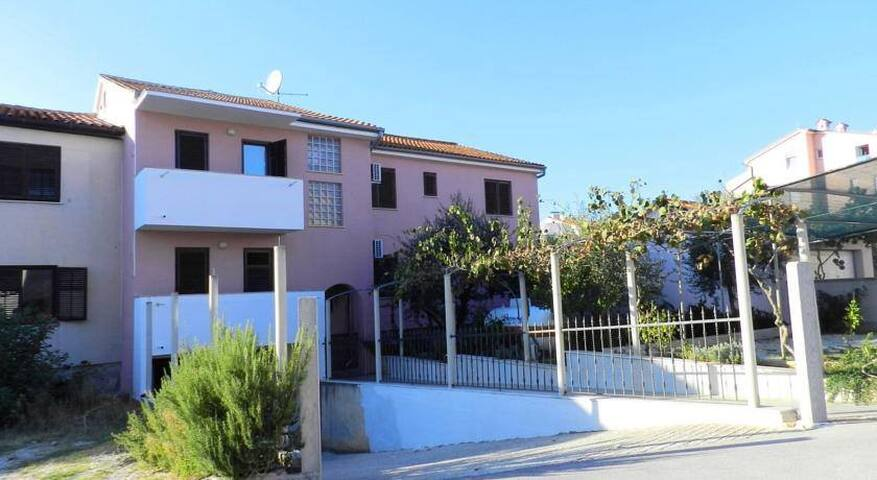 Dimensions / Outlook Festival 3 Bed Apartment - Pula - Appartement